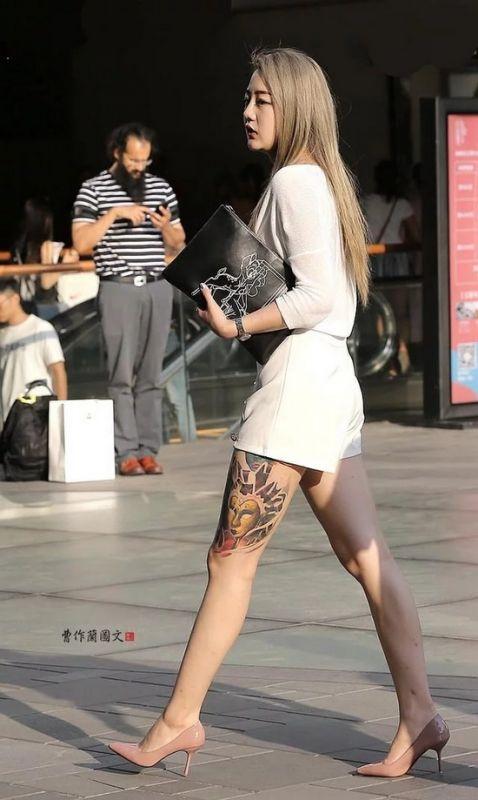 三里屯纹身美女,用刺青为时尚加分